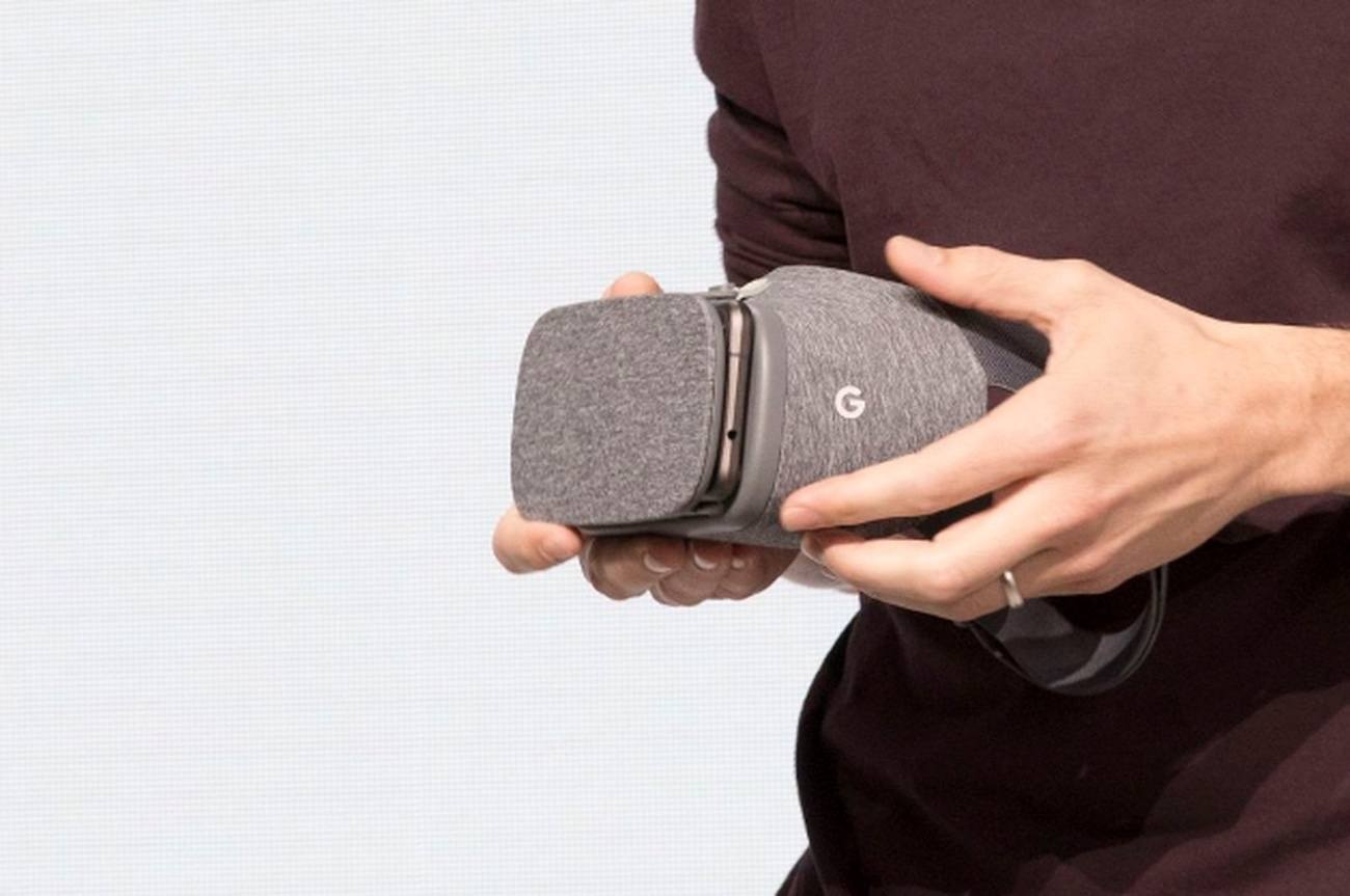 daydream-view-vr-headset-by-google-01